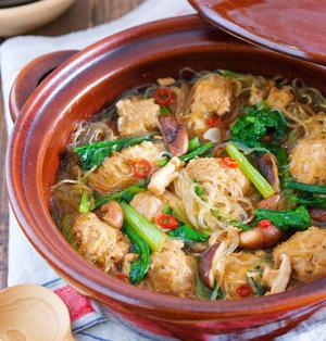 煮るだけ5分♪家にある調味料で♪『豚団子とはるさめの麻婆風中華鍋』