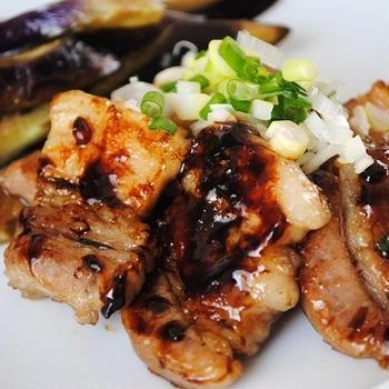 甘辛たれを絡めた豚肉はジューシーで旨味たっぷり!ご飯がすすむ♪お弁当にもおすすめ!豚肉の照り焼き