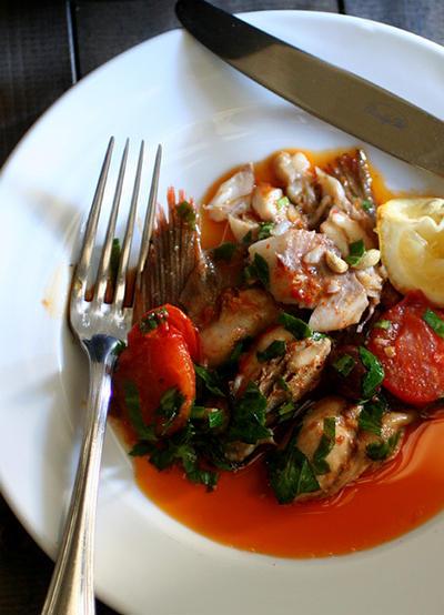 春のメバルと冬の牡蠣でアクアパッツァ