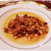 お豆とソーセージの煮込み