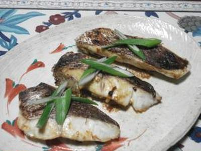 口に広がる美味しさが堪りません!!真鯛のヤンニョムジャン焼き