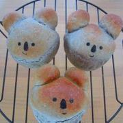 黒ねり胡麻と全粒粉のコアラちゃんパン♪(・●・)♪コッペパン♪