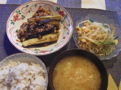 今日の夕食は、マーボー茄子、春雨サラダ
