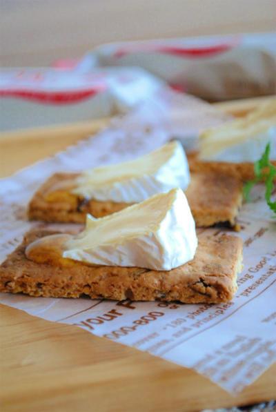 カマンベールチーズのグリル焼き ハチミツかけ〜フルグラにのせて〜