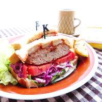 パイナップルソテーとハンバーグの満腹サンドイッチ☆*アーラ パイナップルクリームチーズ使用