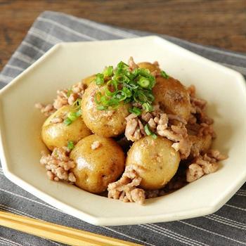新じゃががおいしい季節! じゃが芋とひき肉の甘みそ炒め※レシピあり