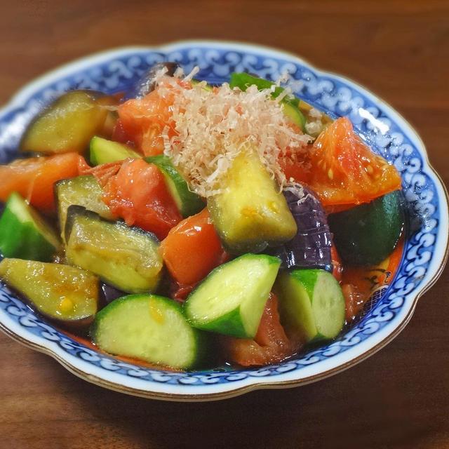 【熱中症対策レシピ】旨み際立つトマトとトロ茄子・きゅうりのおかか醤油和え