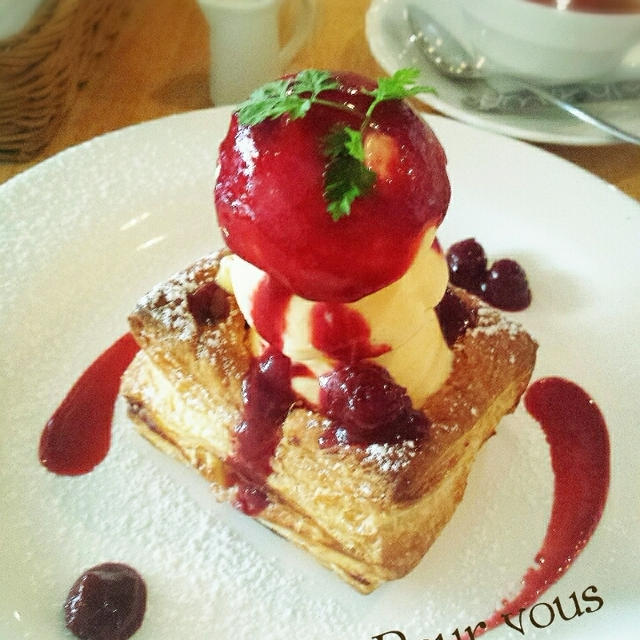 cafe pour vour♡焼きたてチェリーパイ