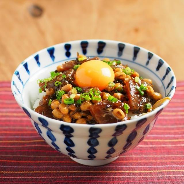 マグロ刺身の昆布漬け納豆丼