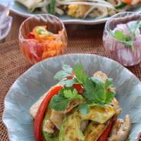 「塩麹豚肉とアボカドのレッドカレー炒め」とタイ料理の日