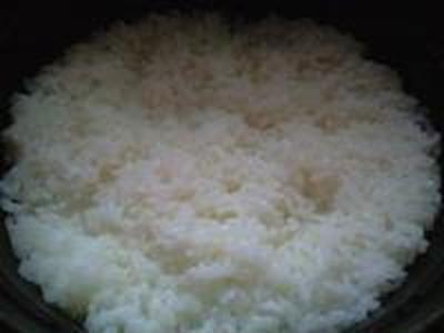 湯立てで白米(654)。。。あぜみち農優会コシヒカリ(栃木県さくら市金枝)(どらっぐぱぱす)