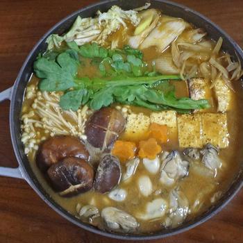 【冬のごちそう鍋物レシピ】旬のぷりぷり牡蠣の土手鍋