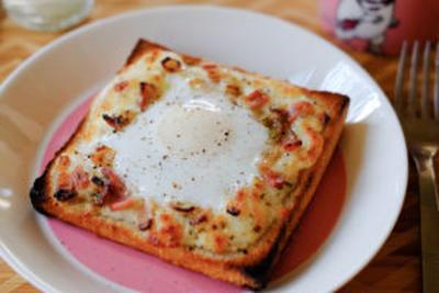 【レシピ】本格派の「カルボナーラトースト」