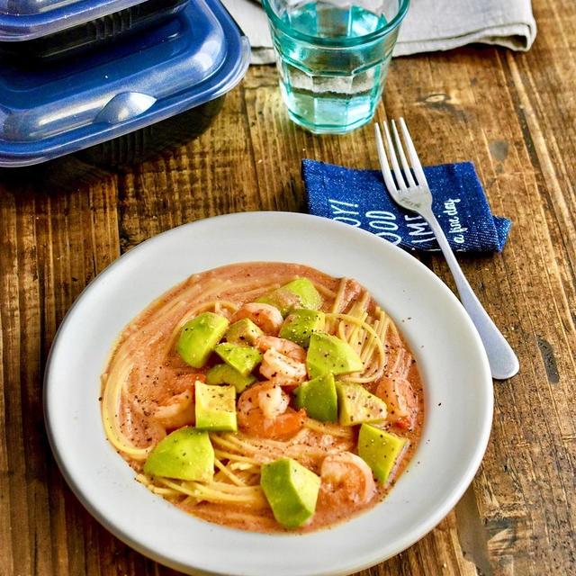 【レシピ×グルラボタイアップ】レンジで!えびとアボカドのトマトクリームパスタ