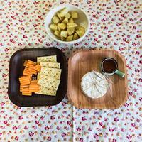 プレジデント カマンベールチーズのワインジャム添えとミモレットチーズチップス&アンチョビポテト