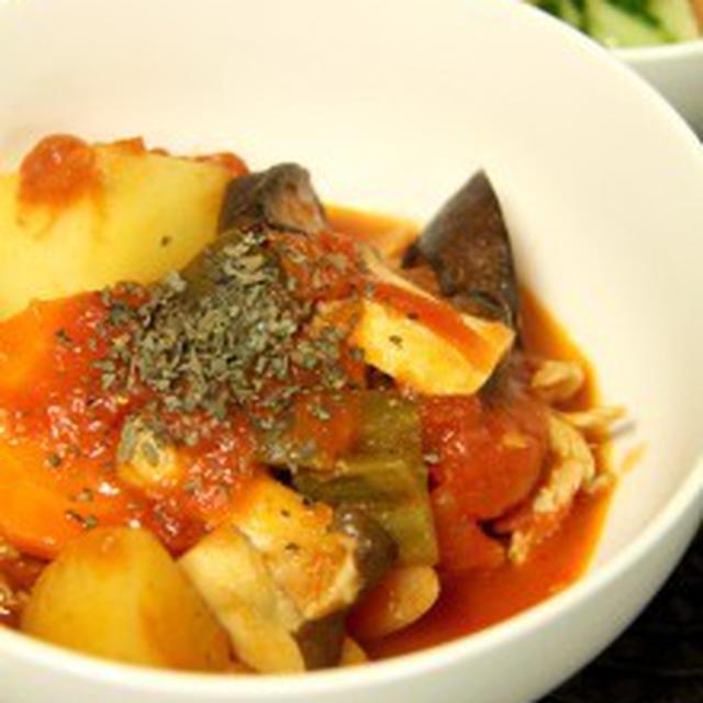 夏野菜のトマト煮込みの晩ご飯。