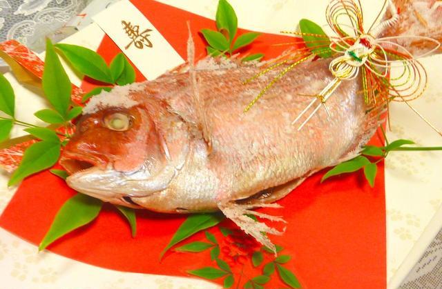 お皿に盛られた鯛の塩焼き