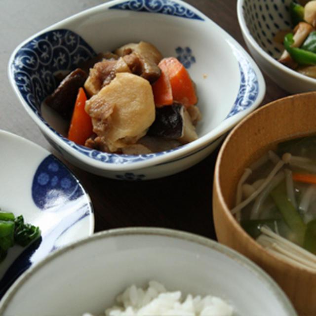 煮物、鶏むね肉とピーマンの炒め物、つるむらさきのナムル、ニラともやしの味噌汁