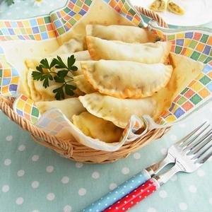 お手軽フィンガーフード♪餃子の皮で作るミニ「カルツォーネ」