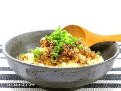 炒り豆腐の自家製じゃこ佃煮のせ&「冷やし素麺とおにぎらず」