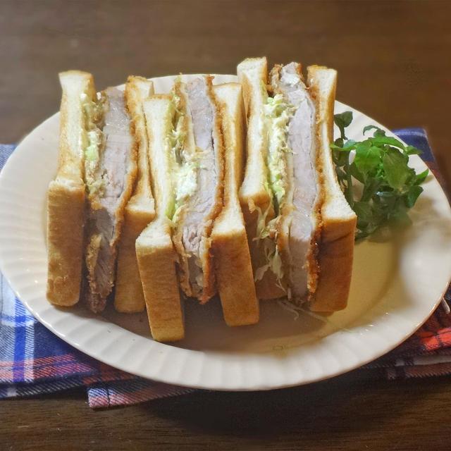 ジューシーで激うま!とんかつと春キャベツのトーストサンド