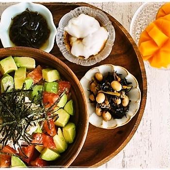 アボカドトマト&ツナマヨ丼の朝ごはんとらん丸さん