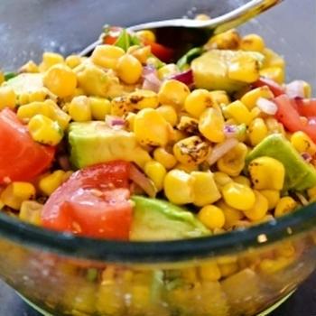 焼きとうもろこしとアボカドのサルサ風サラダ