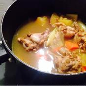 鶏手羽の生姜たっぷりサフランスープ