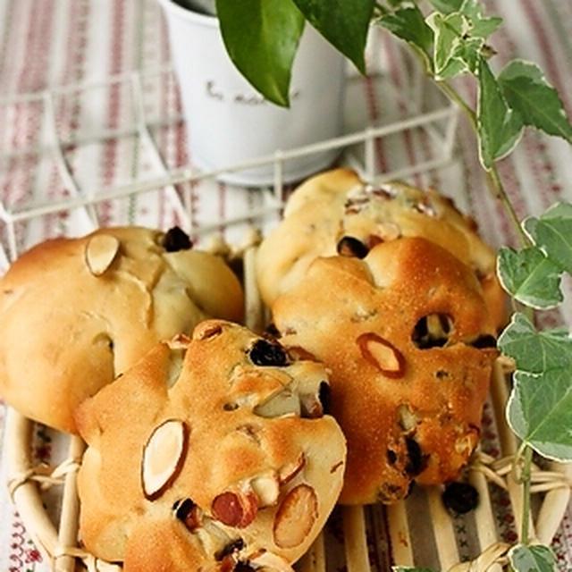 レーズンとスライスアーモンドのパン