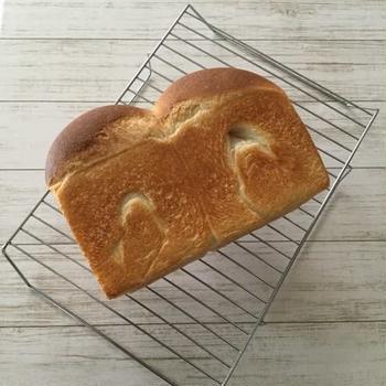 朝食は焼きたて酒種山食パン