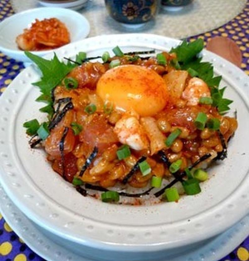 切って和えるだけ♪カンタン美味しい「お魚ユッケ丼」レシピ