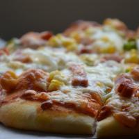 うまトマソースで♪ベーコンとコーンのピザ