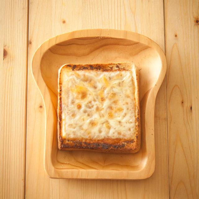 大きいとろけるスライスで『あまじょっぱい、はちみつがけ味噌チーズトースト』