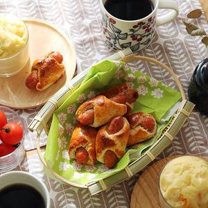 週末の朝ごはんに♪パンケーキミックスで簡単「ウインナーロール」