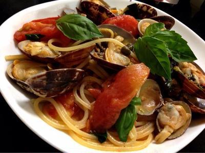高知のきびなごの塩漬けであさりとトマトのペペロンチーノは美味しい!     ( ´ ▽ ` )ノ