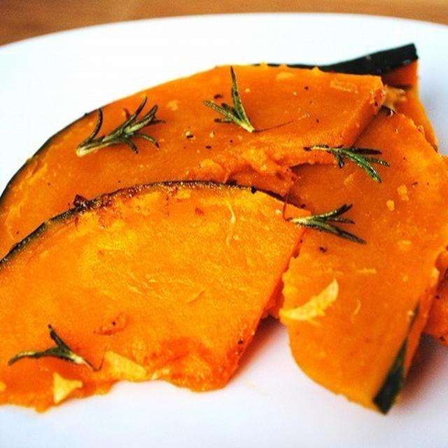 カリッとホクホク♪バターとにんにく、ローズマリーの風味がクセになる♪かぼちゃのガーリック炒め