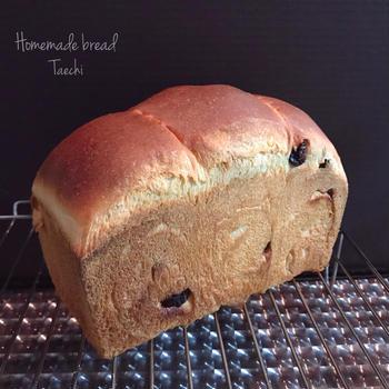 レーズン酵母バゲットとレーズン食パン