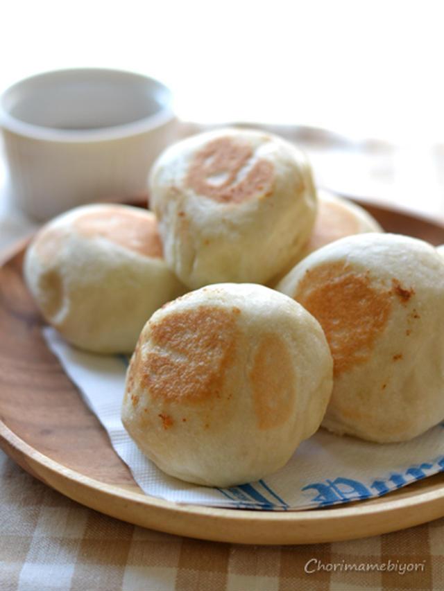 木皿に盛られた丸い塩パン