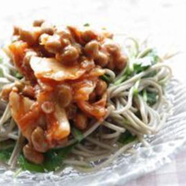 キムチ納豆の蕎麦サラダ