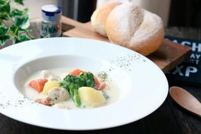 昼カフェ★ホワイトペパーで減塩ホワイトシチュー(レシピ)