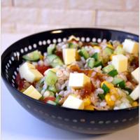 のっけてジュレポン酢で簡単さっぱり♪押麦&チーズ&カラフル野菜のサラダ