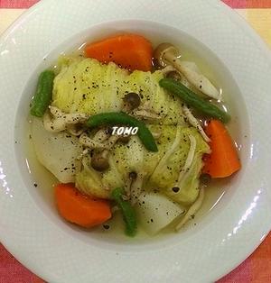 寒い日には♪鶏ひき肉でヘルシー!ロール白菜のポトフ