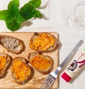 【管理栄養士のお家飲みレシピ】旨辛!コチュジャンでつくるピリ辛チーズのカナッペ♪