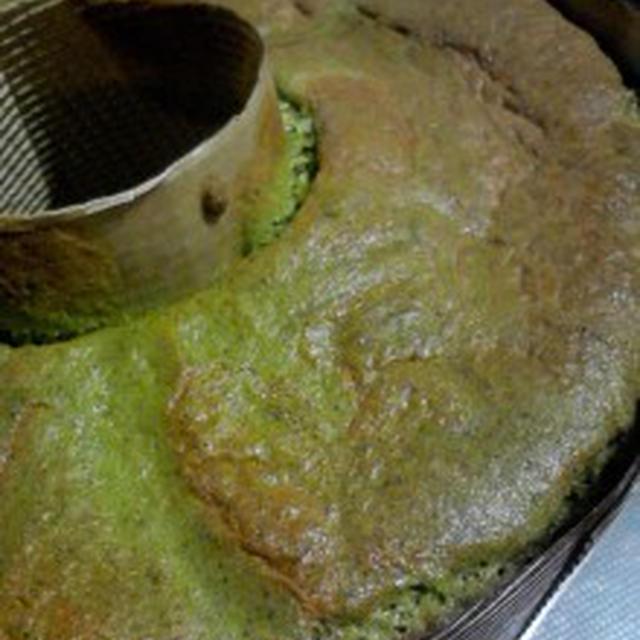 おやつ 『抹茶のシフォンケーキ』焼けました☆