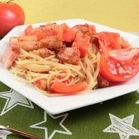 フレッシュトマトと香るにんにくのパスタ・ペペロンチーノの作り方