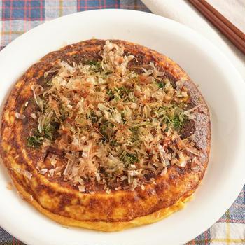 【長寿の里】長芋のお好み焼きと青菜のサラダ