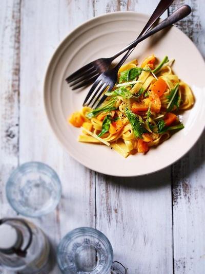 イエロートマトと水菜のクリームフェットチーネ