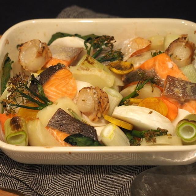 冷蔵庫の残りがちな野菜や冷凍食材を活用♪「サーモンのぎゅうぎゅう焼き」の夜ごはん