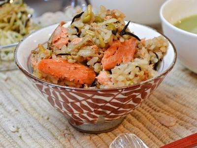 鮭とひじきの炊き込み雑穀ご飯