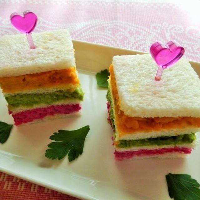 カラフルな3色野菜サンドイッチ